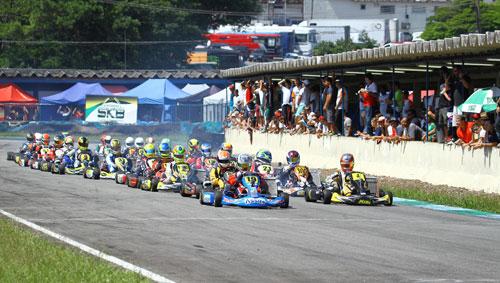 Largada da segunda etapa do Paulista de Kart